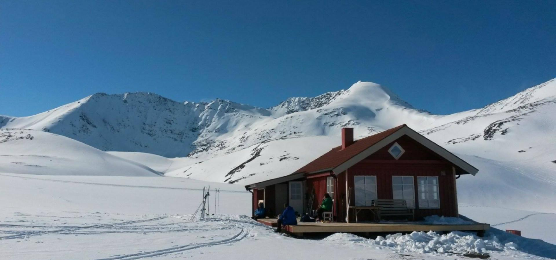 Rørneshytta - rec cabin in the Lyngen Alps in winter